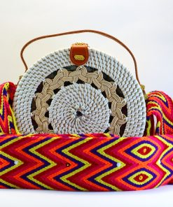 bolso de rattan y cinta etnica